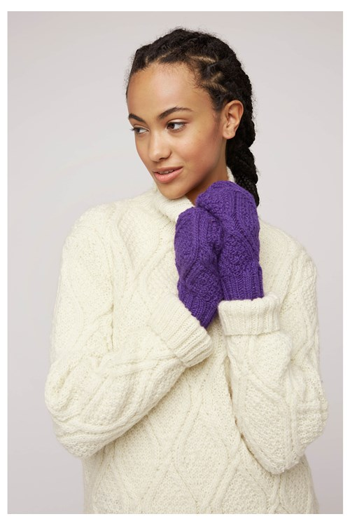 Cable Knit Mittens In Purple