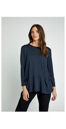 /women/ava-top-in-navy-