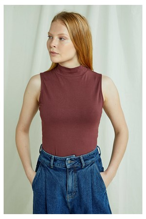 Kana Turtleneck Top In Brown