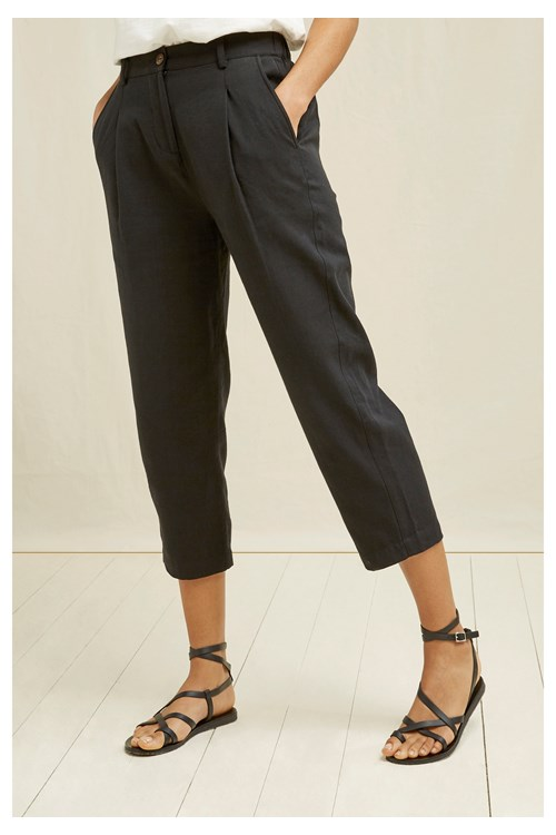 Anwen Cropped Trousers In Black