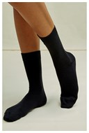 /women/organic-cotton-socks-in-black