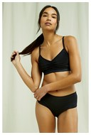 /landing-pages/organic-cotton-clothing/soft-bra-top-in-black