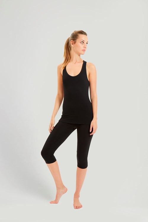 Go longer in Women's Studio Fitness and yoga apparel from Under Armour designed to move with you and keep the last stretch feeling as good as the first.